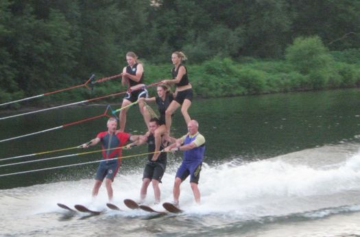 US20waterski20show20team20620person20pyramid.jpg